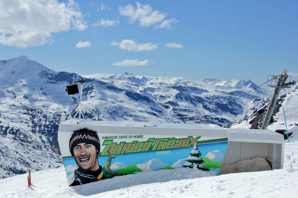 Caricature of Adrien Théaux on the Stade start hut, Val Thorens